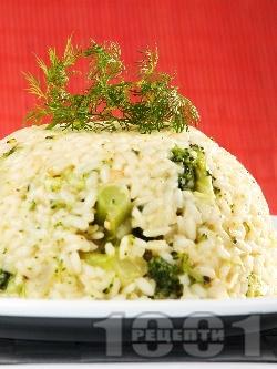 Ризото от бял ориз със задушени броколи, лук и сирене пармезан - снимка на рецептата